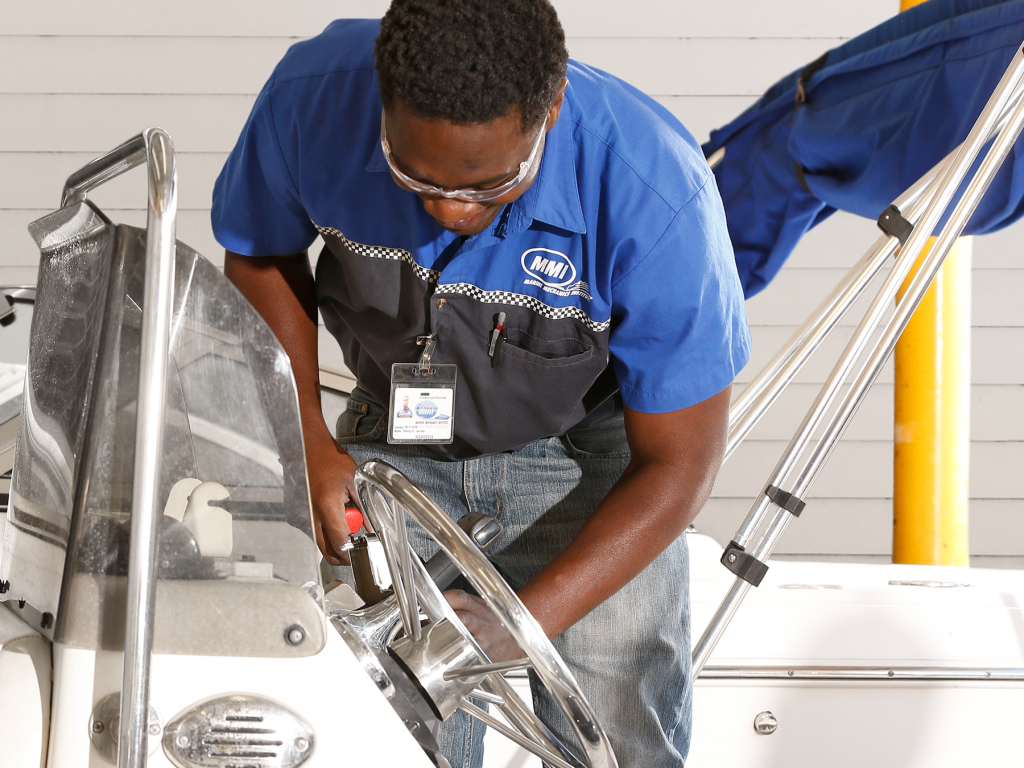 find marine mechanic jobs in Ontario